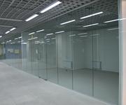 Перегородки цельностеклянные для офиса и дома из безопасного стекла